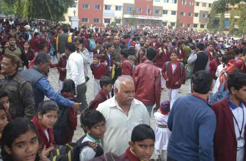 ऐसा क्या हुआ मंदसौर में जो हजारों विद्यार्थियों को होना पड़ा परेशान