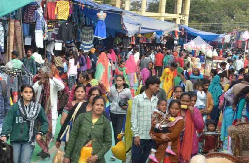 पसंदीदा खरीद का अंतिम मौका, मेले में जुटती भीड़ से उत्सव का नजारा