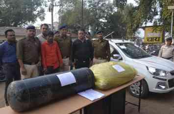 अंतर्राज्जीय तस्कर गिरफ्तार, कार की गैस किट में छिपा रखा था 40 किलो गांजा