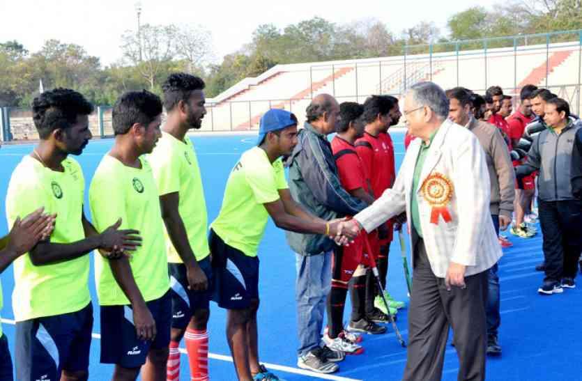 रेलवे हाकी चैंपियनशिप में इन टीमों ने नॉक आउट दौर में जगह बनाई