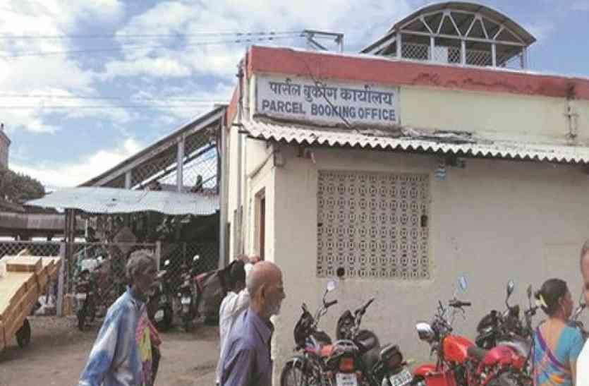 रेलवे को हर साल लग रहा करोड़ों का चूना, सुरक्षा में भी लापरवाही