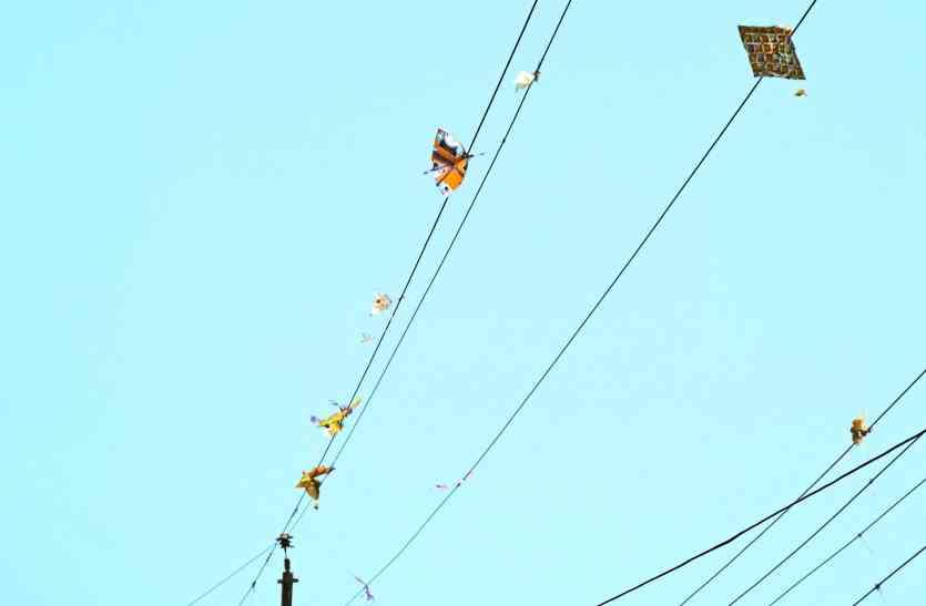 चाइना डोर से परेशान बिजली कंपनी के अधिकारी, जाने क्यों