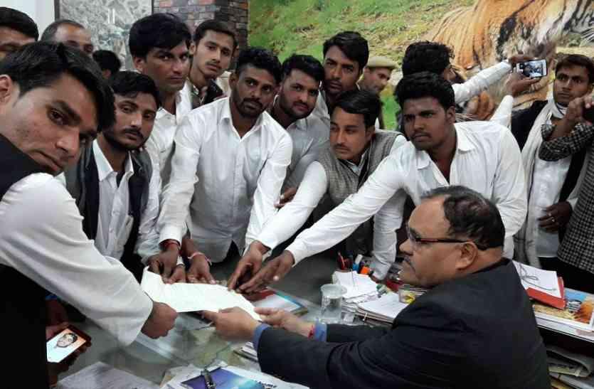 गुर्जर समाज ने निकाली आक्रोश रैली,ग्रामीणों ने जिला कलक्टर को बताई समस्या