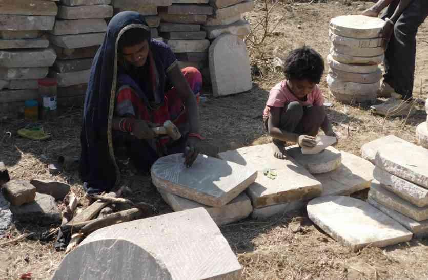 वह तोड़ती पत्थर...तब बच्चों को मिलता है खाना पेटभर