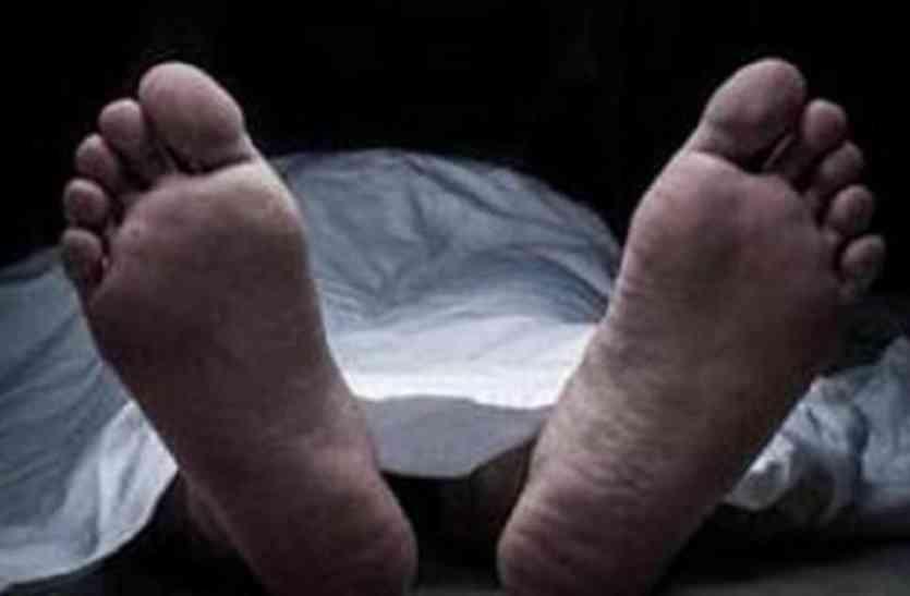 स्प्रिट पीने से हुई एक और मौत, मेडिकल कॉलेज में था भर्ती, प्रशासन में मचा हड़कंप