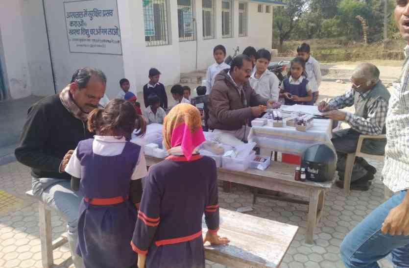 ऐसी चली ठंडी हवा की इस स्कूल के ३० बच्चे पहुंच गए अस्पताल...