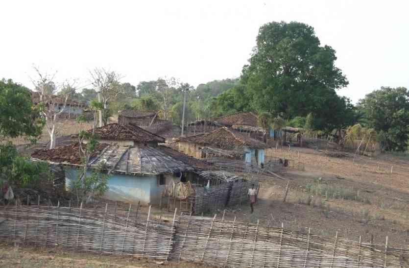 वर्षों से अंधेरे में कट रही ग्रामीणों की रात