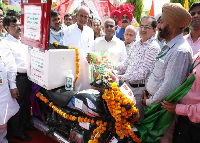 अब घर बैठे मंगाएं खेती का सामान, इफको ने शुरू की फ्री डोर-स्टेप डिलीवरी सेवा