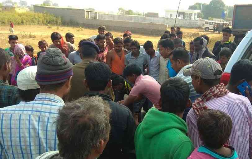 girl died in road accident in waidhan Singrauli