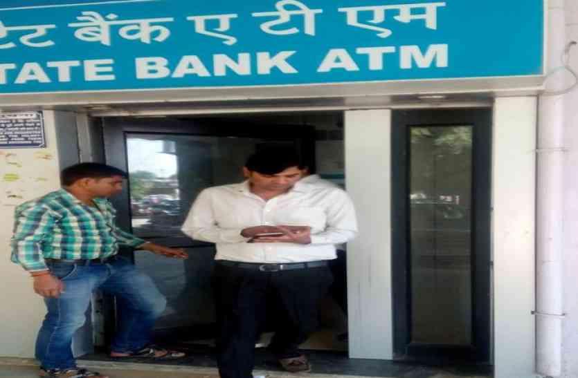 एटीएम हैक कर दो जनों के निकाले 74 हजार रुपए