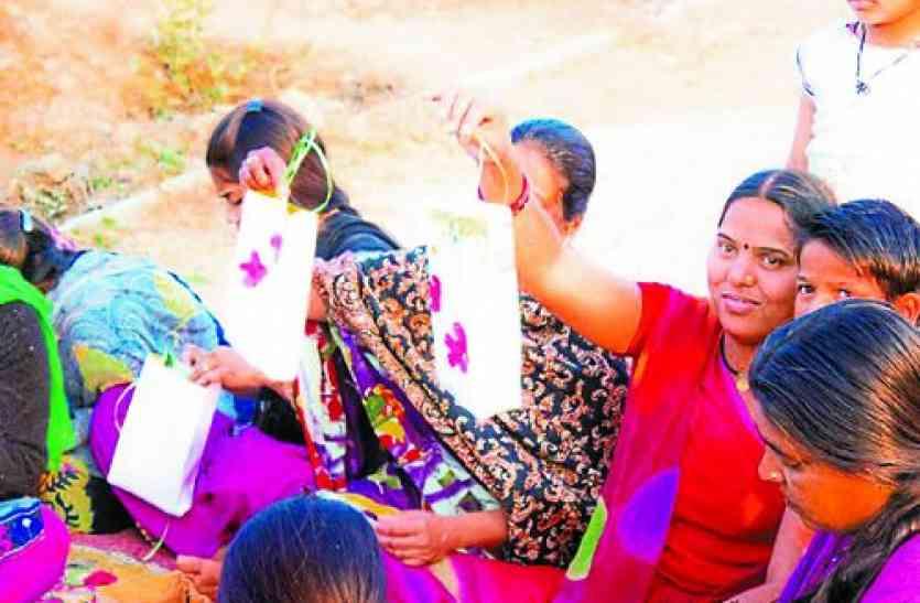 सेवा सहयोग समिति कर रही बस्ती वालों को हुनरमंद, अपने पैरों पर खड़ी हो रहीं महिलाएं