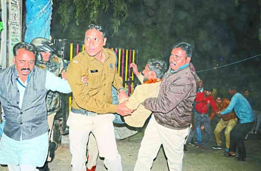 देर रात पुलिस ने जबरन  250 दिव्यांगों को उठाया, तीन हमीदिया में भर्ती