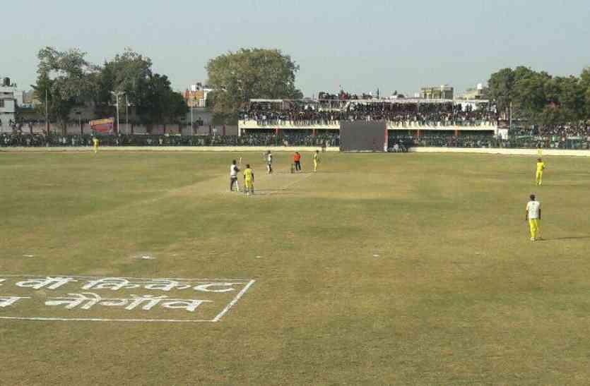Cricket: रीवा को तीन विकेट से हराकर नोएडा ने जीता फाइनल
