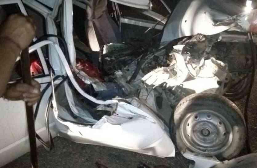 दर्दनाक सड़क हादसा: दो कारों में भीषण टक्कर, खून से लतपत हुई सड़क