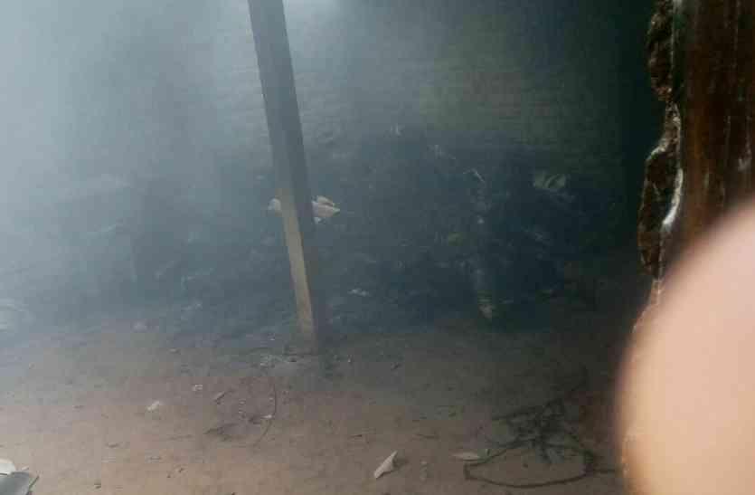 बेटे के साथ मां जिंदा जली, दो मासूमों ने भागकर बचाई जान