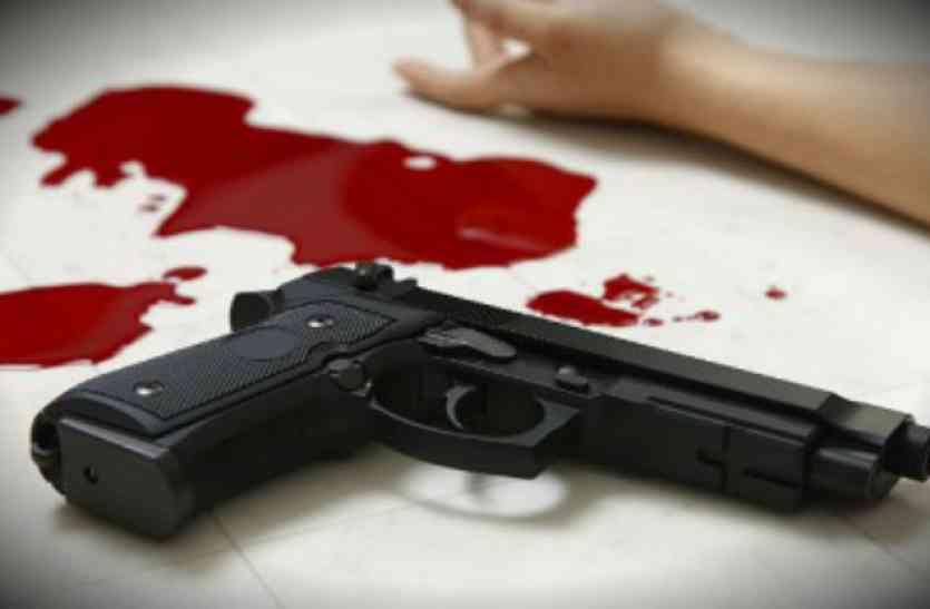 पुणे के बिल्डर की बेटे के सामने गोली मारकर हत्या, हमलावर फरार