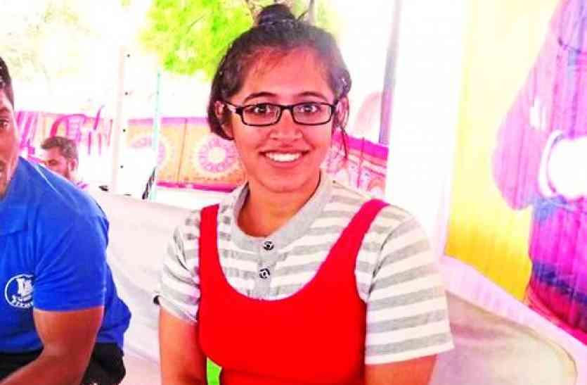 power lifting competition- स्लिपडिस्क से उबरकर दिखाया 'पॉवर', रिक्शा चालक की बेटी मनवा रही लोहा