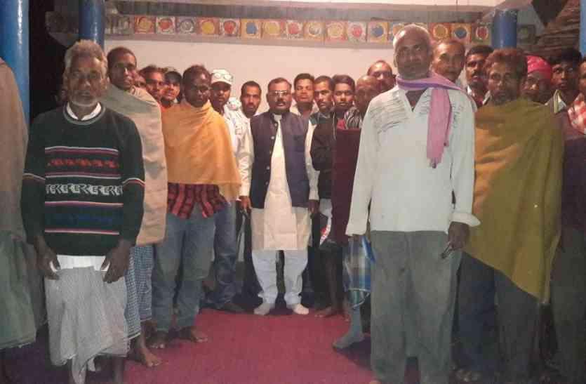 चार साल से मुआवजा के लिए भटक रहे किसान, आंदोलन करने की दी चेतावनी
