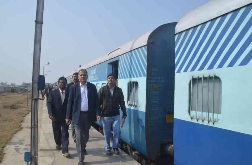 सैलून से उतरते ही रेलवे एजीएम एवं एडीआरएम पहुंचे शौचालय, नहीं खुला दरवाजा, जानिए फिर क्या हुआ ?
