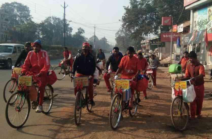 26 साल से 4 सौ किलोमीटर साइकल चलाकर मकर संक्रांति के दिन पहुंचते हैं मैहर