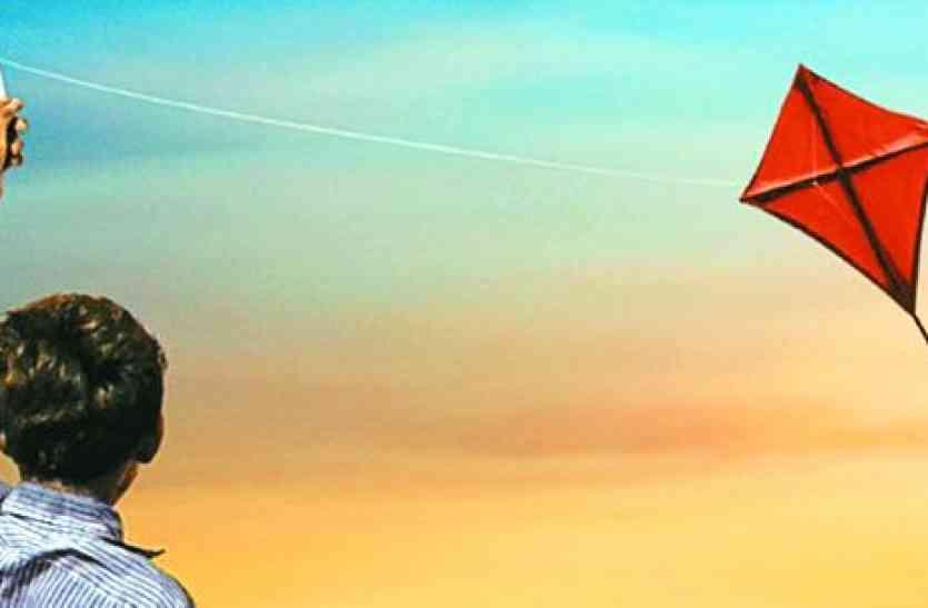 बच्चों में पतंगबाजी का क्रेज, बाजार में सजने लगी दुकानें