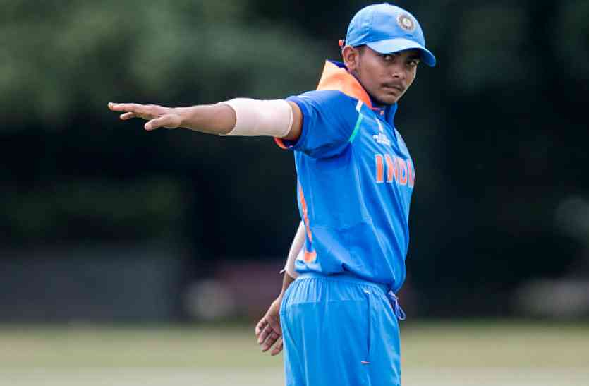 U19 WC: दिखा बल्लेबाजी का दम, धवन-उथप्पा का रिकॉर्ड तोड़ कोहली संग इस क्लब में शामिल हुए पृथ्वी शॉ