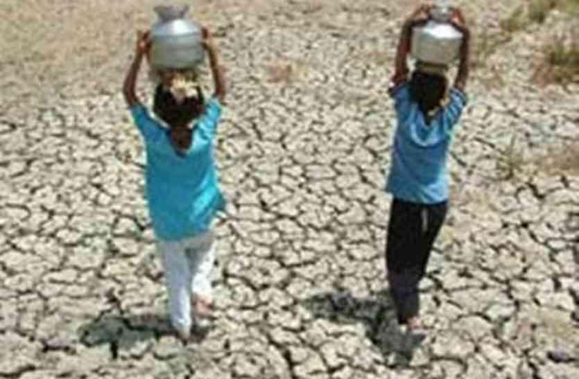 आधा दर्जन गांवों में गहराया जलसंकट, लोगों को करना पड़ रहा परेशानी का सामना