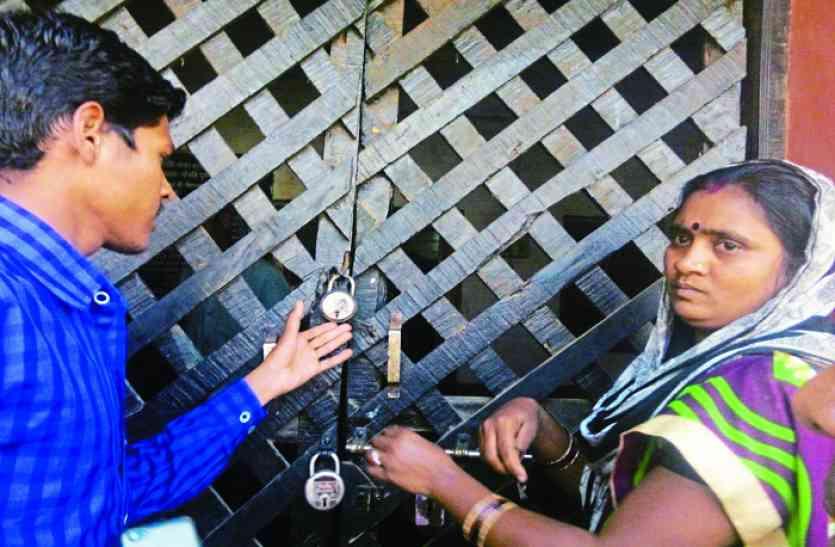 सुराज के अंतिम दिन मोपका में दल को बनाया बंधक, महिलाओं ने लगाया ताला, पढ़िए क्या है मामला ?