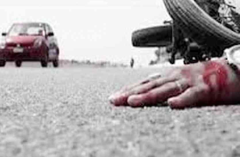 दो बाइकों की भिड़न्त में तीन घायलों में से एक ने उपचार के दौरान तोड़ा दम