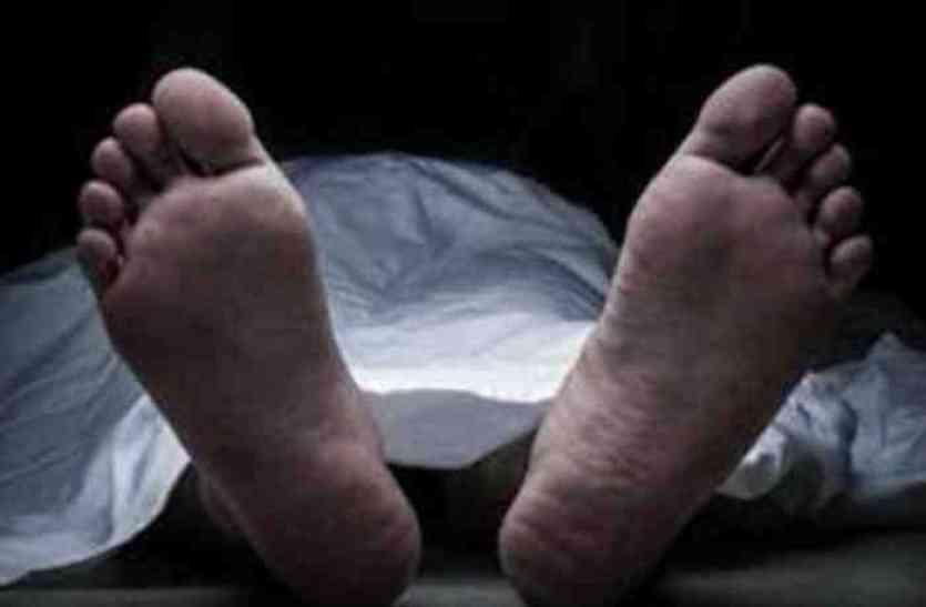 पति की शिकायत पर पोस्टमार्टम के लिए कब्र खोदकर निकलवाया शव