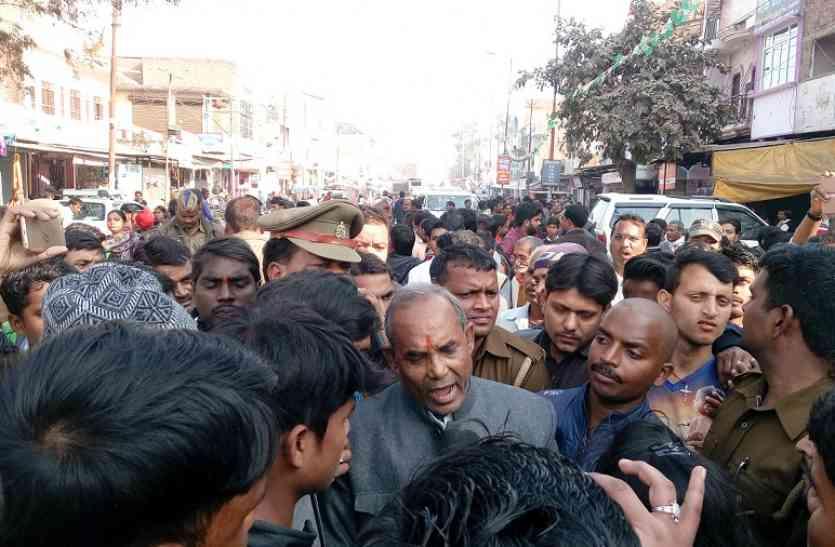 राहुल के दौरे के दौरान भिड़े कांग्रेस-बीजेपी कार्यकर्ता