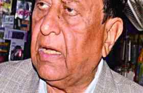 Video: अलवर से कांग्रेस प्रत्याशी डॉ. करण सिंह यादव ने सभा के दौरान भाजपा पर किया ऐसा हमला कि मच गया कोहराम