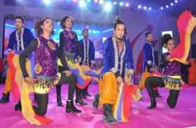 तातापानी महोत्सव की झलकियां : कलाकारों का डांस देख लोगों ने कहा- वाह-वाह!