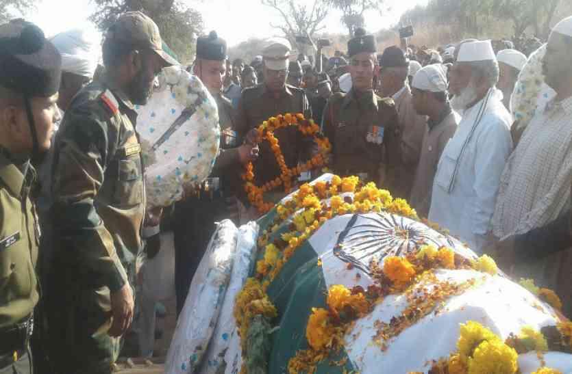 शहीद खेतड़ी के लाल शमशाद खान हुए सुपुर्द-ए-खाक, तो 14 साल का बेटा बोला- मैं दूंगा दुश्मन को जवाब