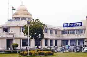 उदयपुर में नगर निगम के निर्माण का क्षेत्रवासियों ने किया विरोध और बोले...ठेले वालों के लिए नाली बना रहे, हमारे लिए बजरी नहीं