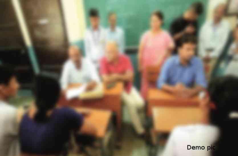 बांसवाड़ा : नशे में स्कूल के स्टाफ रूम में पहुंचकर की गाली गलौच, पत्थरबाजी, घंटी बजाकर बच्चों को भगा दिया