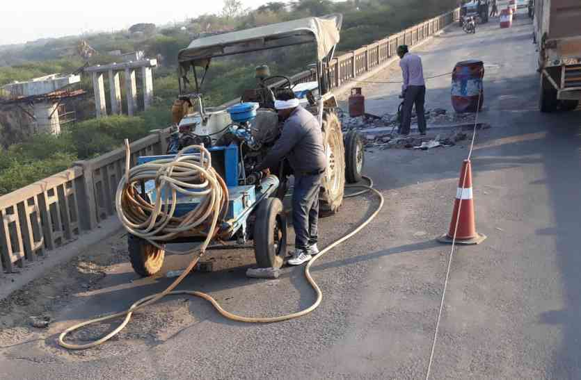 60 साल पुराने सिंध पुल पर ऐसा क्या हुआ कि लग गई वाहनों की कतार
