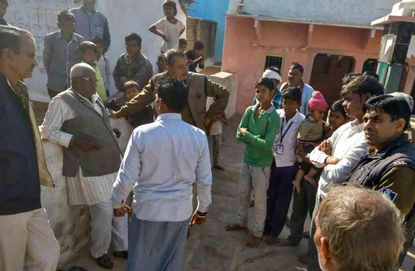 मंदिर के बाहर लग गई सुबह-सुबह भीड़, 40 घंटे हुए चोरी