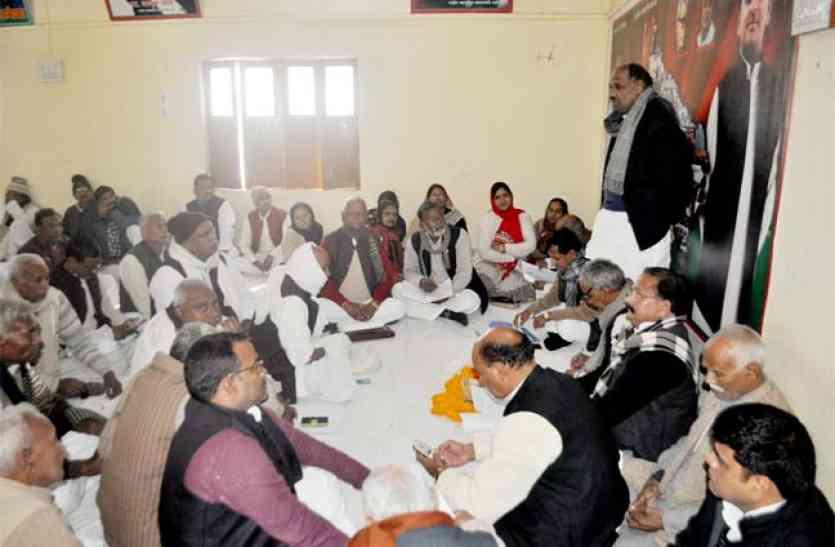 पूर्व मंत्री दूूूूर्गा प्रसाद बोले, किसानों के हक में लामबंद हों सपा कार्यकर्ता