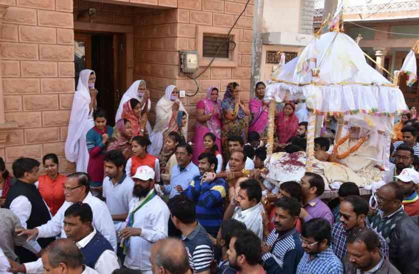 जैन साध्वी के अंतिम दर्शन में उमड़ा जन सैलाब, सजल आंखों से दी अंतिम विदाई, पढि़ए पूरी खबर