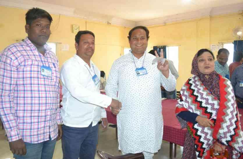 मंत्री समर्थक प्रत्याशी की जीत, हिना बेग ने सांसद गुट के प्रत्याशी को 1040 वोटों से हराया