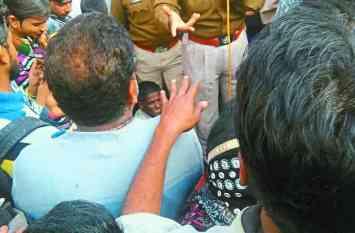 दुकान में चोरी का प्रयास, व्यापारियों ने किया हंगामा