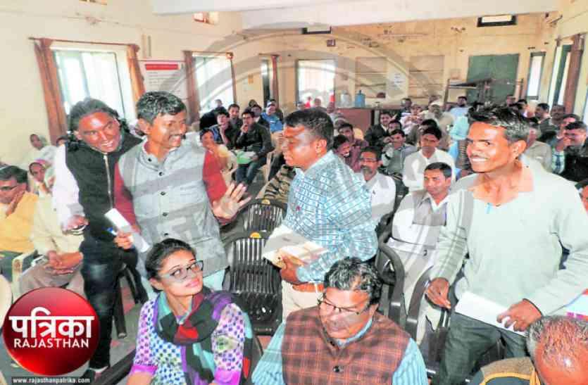 डूंगरपुर : 'जलदाय राज्यमंत्री के क्षेत्र में एक साल में एक हैण्डपंप भी नहीं लग सकता क्या..?'