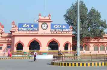 रेलवे की छवि को बेहतर बनाने के लिए स्टाफ को पढ़ा रहे यात्री सेवा का पाठ