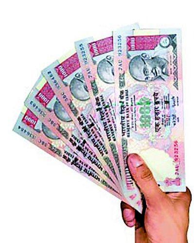 बैंक कर्मचारी ने उपभोक्ता के खाते से निकाले 3.5 लाख रुपए