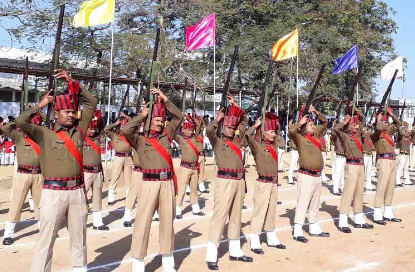 CHHINDWARA में शान से लहराया तिरंगा, मंत्री उमाशंकर गुप्ता ने किया ध्वजारोहण