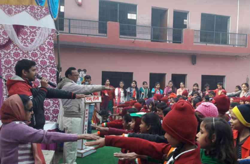 गणतंत्र दिवस पर फहराया तिरंगा, स्कूली बच्चों ने ली स्वच्छता की शपथ