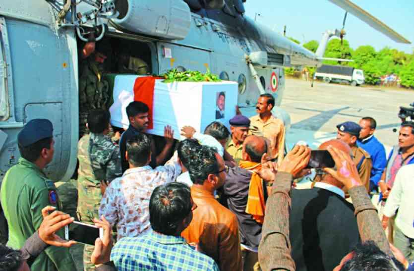 शहीद विनोद का शव देख फफक पड़े लोग, नम आंखों से दी विदाई