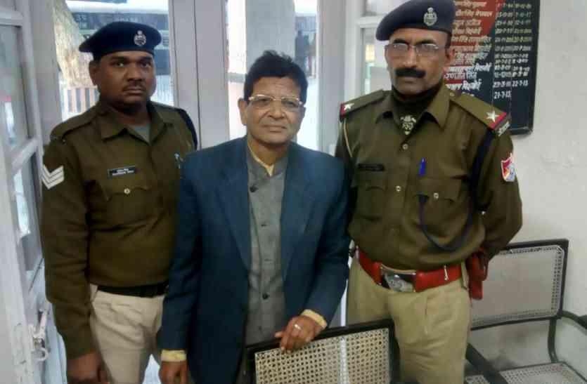 बीकानेर आ रही ट्रेन में रेलवे पुलिस ने टिकट चेक करते फर्जी टीटी पकड़ा