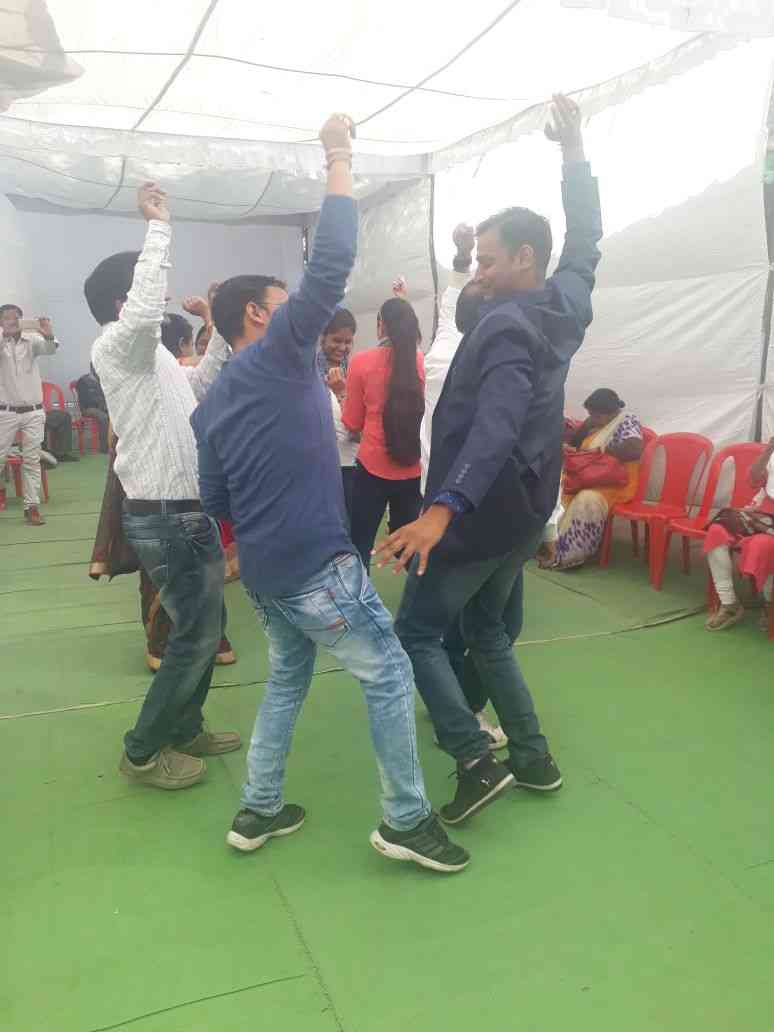 in the loud voice of the dj the doctor thomke with the hoshangabad
